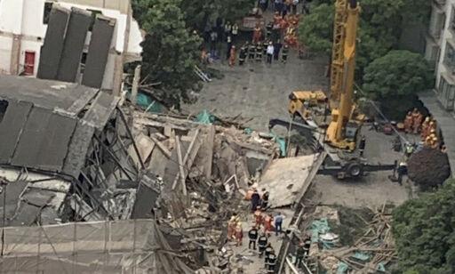 image: Fem døde da bygning raste sammen i Shanghai