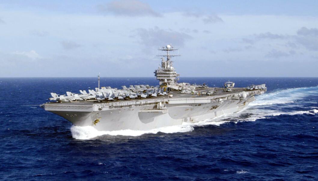 <strong>HANGARSKIP:</strong> USS Abraham Lincoln, jagerskipene som beskytter den og flyskvadronen om bord var alle på vei til Persiabukta i forrige uke. Foto: NTB Scanpix
