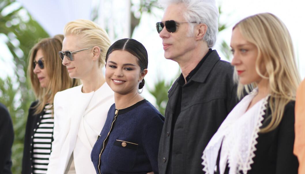 I CANNES: Den amerikanske skjønnheten Selena Gomez er i Cannes, på den franske riviere, for å promotere sin siste film The Dead Don't Die under den tradisjonsrike filmfestivalen. Her med kollegene Sara Driver, Tilda Swinton, regissør Jim Jarmusch og Chloë Sevigny. FOTO: NTB Scanpix