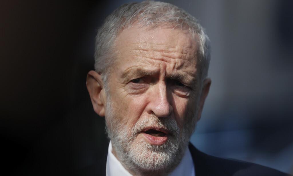 Labour-leder Jeremy Corbyn konstaterer at det ikke lar seg gjøre å enes om en brexit-løsning med den konservative regjeringen. Foto: AP / NTB scanpix
