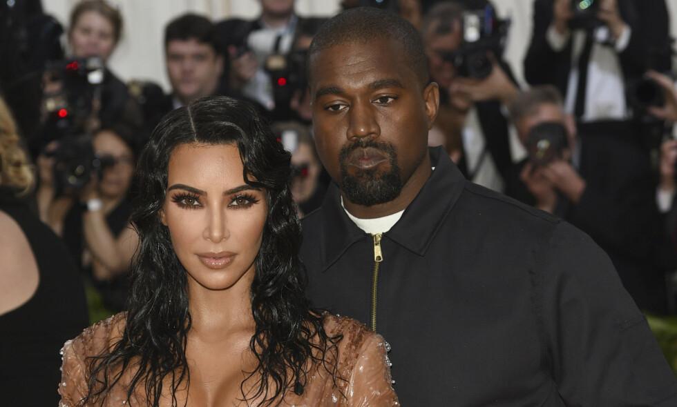 FIRE BARN: Kanye West og Kim Kardashian West kunne nylig ønske sitt fjerde barn velkommen til verden. Foto: NTB Scanpix