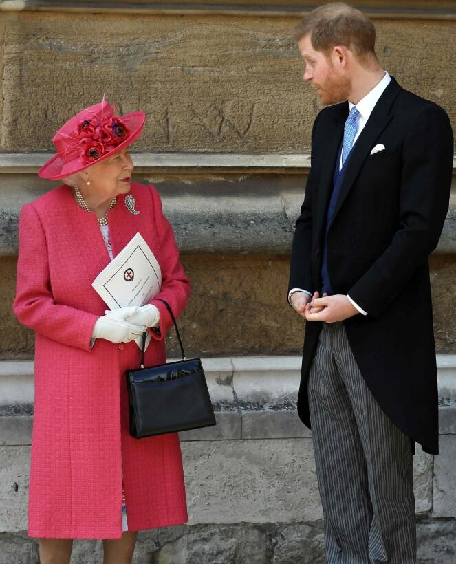 <strong>SELVESTE:</strong> Dronning Elizabeth og prins Harry var til stede i bryllupet. Prins William hadde andre forpliktelser denne lørdagen, og kunne derfor ikke være til stede. Foto: NTB scanpix