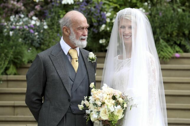 STOLT: Lady Gabriella poserte stolt med sin far, prins Michael av Kent. Foto: NTB scanpix