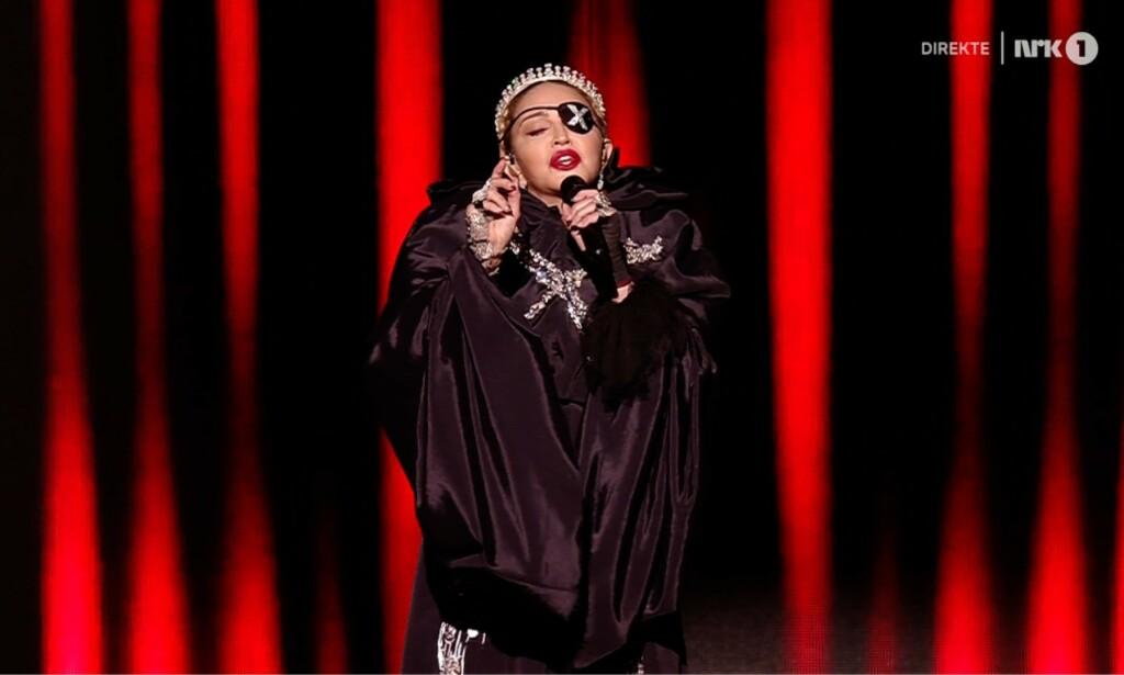MADONNA: Madonna gikk på scenen under pauseshowet i Eurovision. - Surt, mener Dagbladets musikkekspert Anders Grønneberg. Foto: NRK