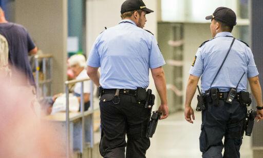 image: Storbyene støvsuger distriktene for politifolk - halve landet taper