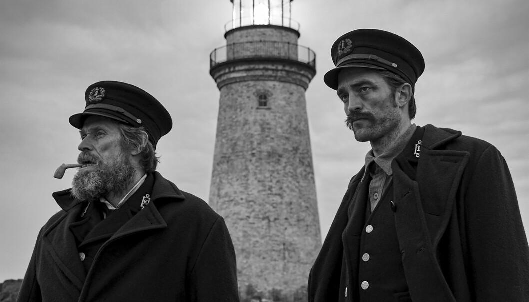 """<strong>SATT PÅ PRØVE:</strong> Innspillingen av """"The Lighthouse"""" var fysisk tøff for både Willem Dafoe og Robert Pattinson. Foto: Eric Shakeen / AP / Scanpix"""