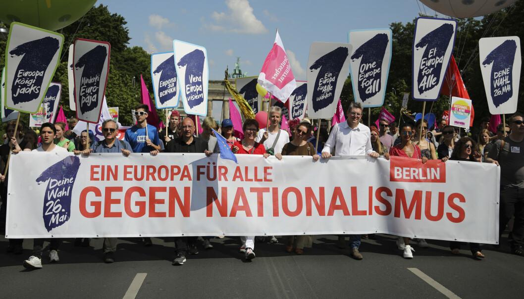 Titusener demonstrerer mot høyrenasjonalisme i Europa