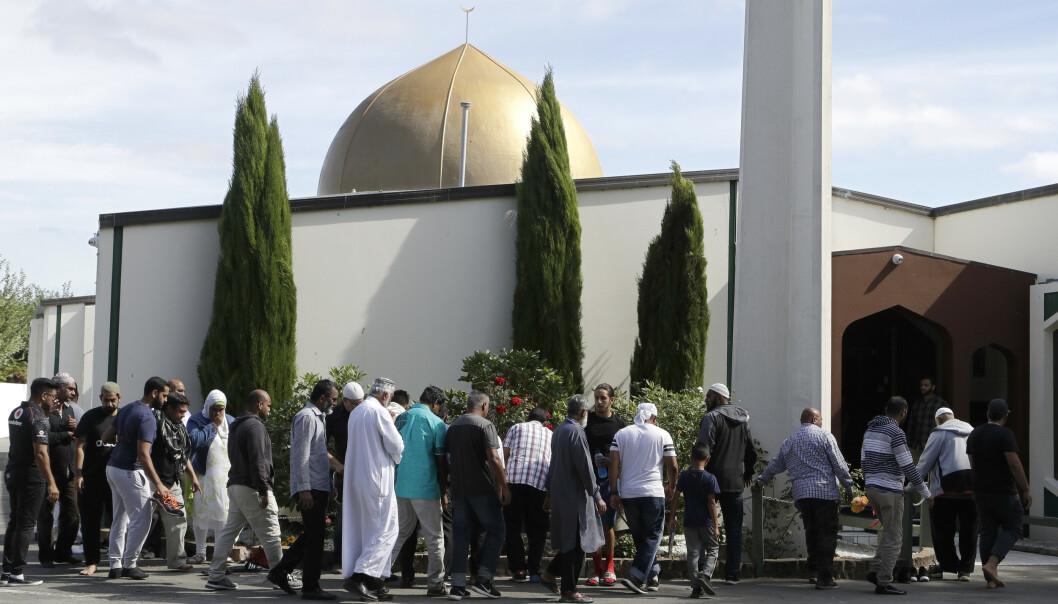 En uke etter terrorangrepene møtte muslimer fram for å be i al-Noor-moskeen igjen. Foto: AP / NTB scanpix