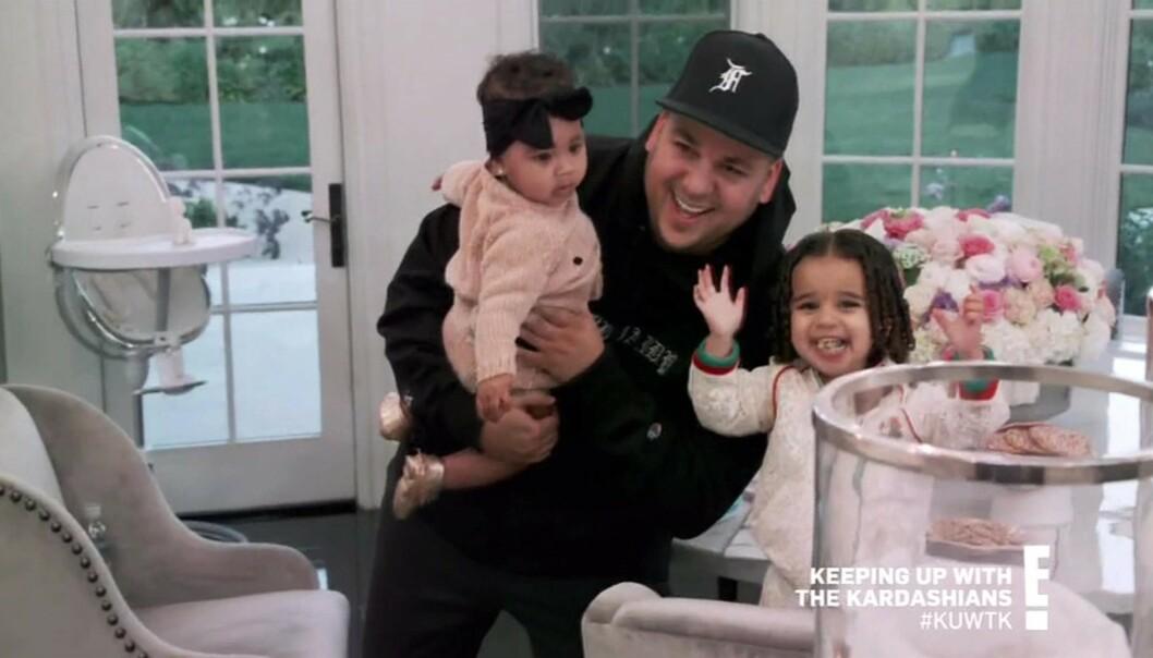 <strong>OVERRASKET:</strong> I forrige ukes episode av «Keeping Up With The Kardashians» dukket plutselig Rob opp - til fansens store forundring. Her sammen med True (t.v.) og datteren Dream. Foto: NTB Scanpix