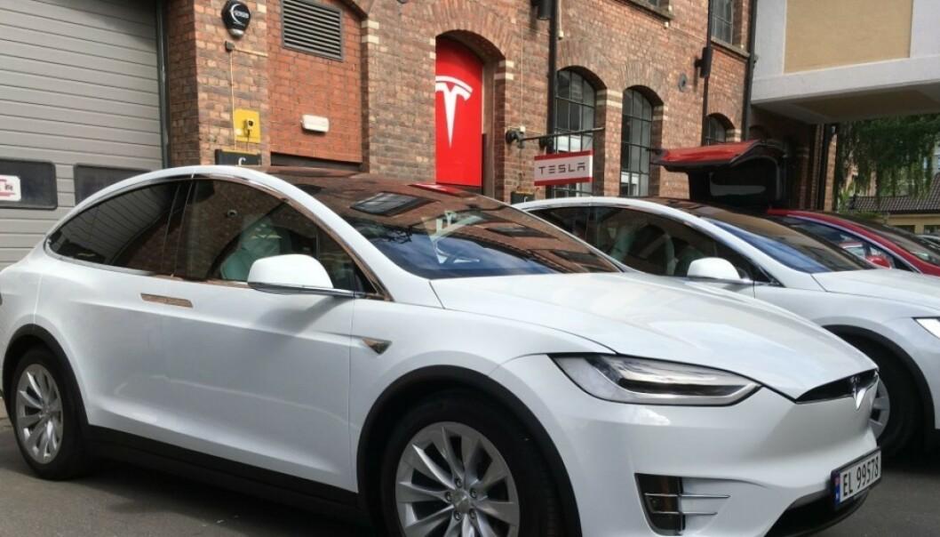 SLITER: Tesla gikk på en smell på børsen i midten av mai. Nå må det spares - igjen. Foto: Jamieson Pothecary