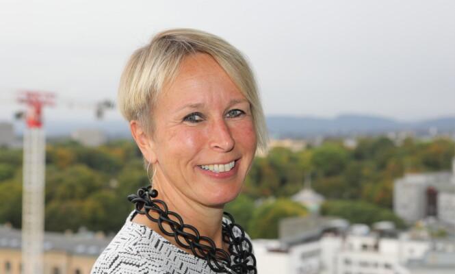 IKKE HELT ENIG: Ifølge avdelingsdirektør i Helsedirektoratet, Ellen Margrethe Carlsen, er det ikke grunnlag for å anbefale introduksjon av allergene matvarer før barnet er seks måneder. FOTO: Helsedirektoratet