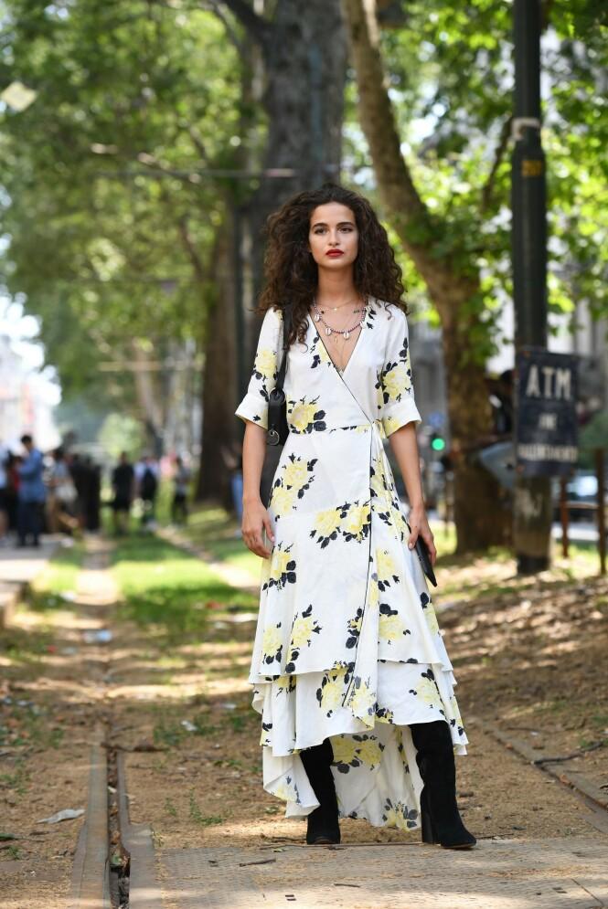 OMSLAGSKJOLEN: Denne kjolen passer så fint til alle kvinner! Foto: Scanpix