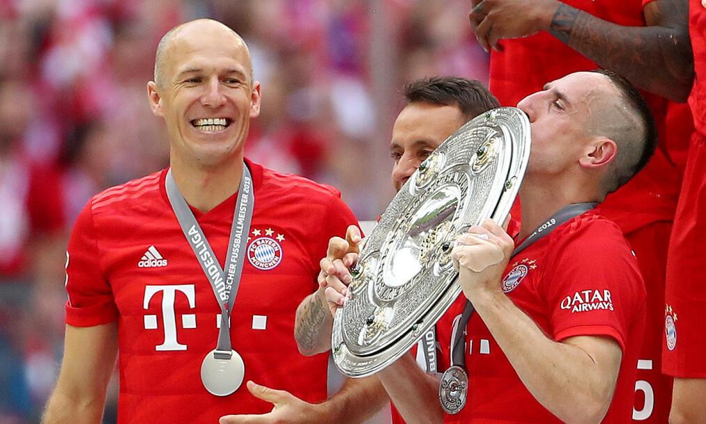 FORLATER BAYERN: Duoen Arjen Robben (t.v.) og Franck Ribery er blant dem som kan gå gratis i sommer. Foto:    REUTERS/Michael Dalder/NTB Scanpix