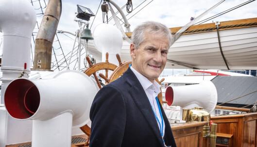 TIL HAVS: Jonas Gahr Støre, her ombord på Statsraad Lemkuhl, vil gjøre Norge til en ledende havnasjon. Statsraad Lehmkuhl installerer i løpet av året batteri og blir verdens mest miljøvennlige seilskip i sin klasse. I 2021 skal skipet med FN-logo på jordomseiling med fokus på bærekraftFoto: Hans Arne Vedlog.
