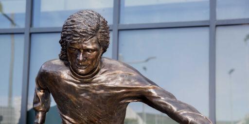 image: Harselerer med legendens nye statue