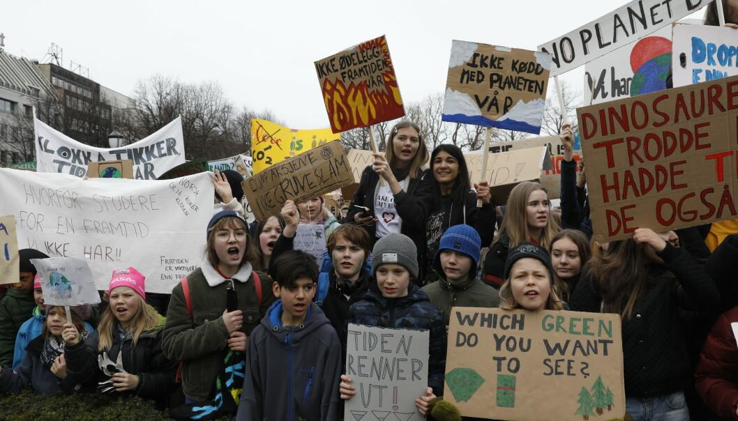 Streikende skoleelever på plass utenfor Stortinget 22. mars. Fredag blir det ny klimastreik, om enn i litt mindre skala. Arkivfoto: Tom Hansen / NTB scanpix
