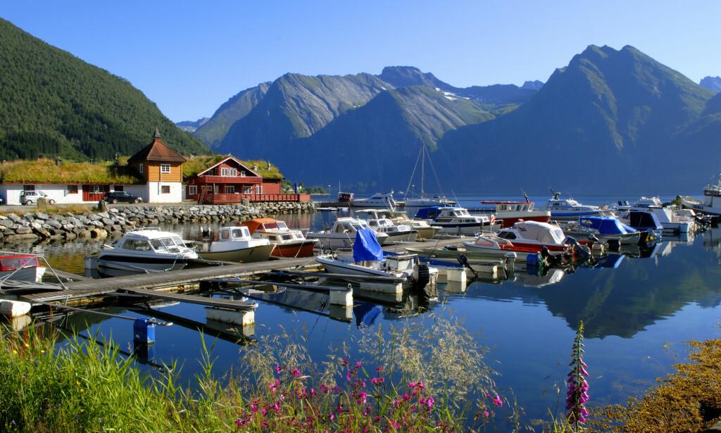 SÆBØ: Den lille bygda Sæbø ligger i Ørsta kommune, og har omtrent 350 innbyggere. Bygda ligger ved Hjørundfjorden og er omgitt av de spektakulære Sunnmørsalpene. Foto: NTB Scanpix