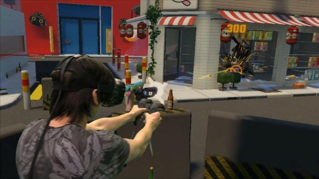 Slik ser man ut når man spiller Woeful Woebots. Dette bildet er manipulert for å kombinere virkeligheten med den virtuelle virkeligheten. 📸: Bård Hole Standal