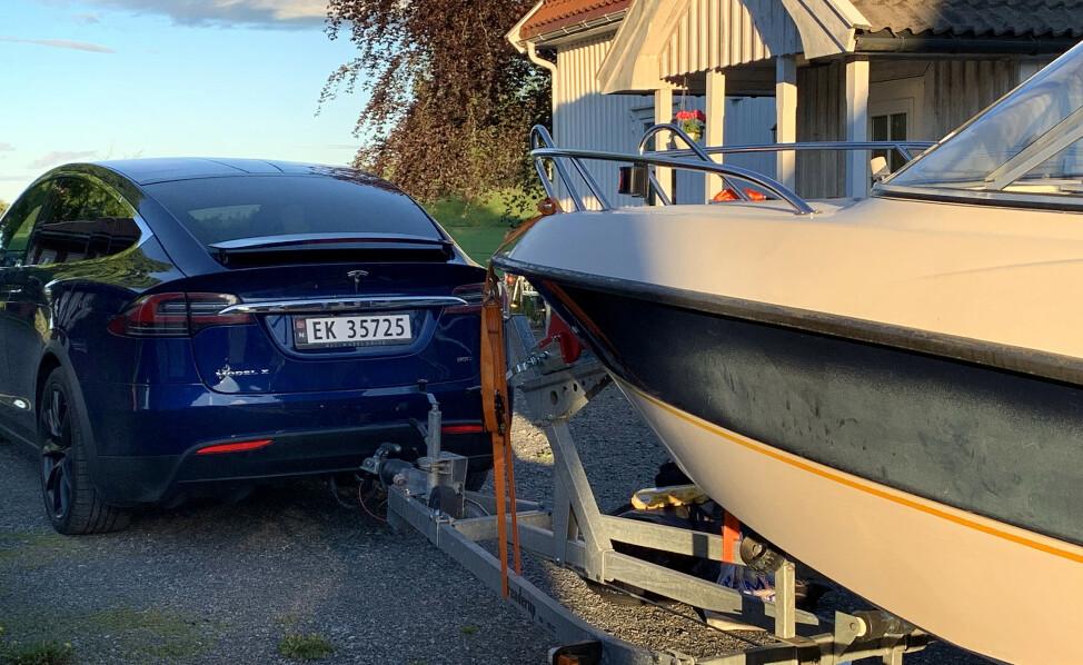 HAR DU LOV? Sjekk tillatt totalvekt på bilen og hengeren din, før du tar turen ut på veien, råder NAF. Foto: NTB Scanpix