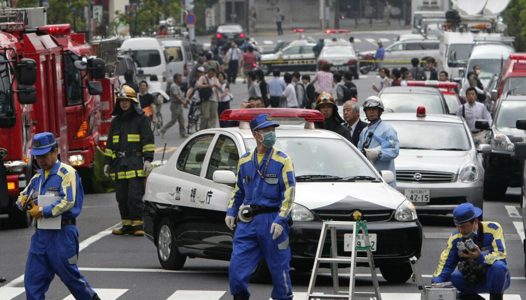 PÅ STEDET: Politiet jobber på stedet etter angrepet 8. juni 2008. Foto: AP Photo/Itsuo Inouye / NTB Scanpix