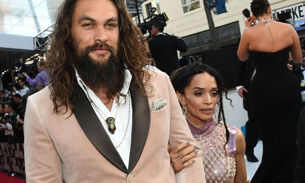 STJERNE: Jason Momoa imponerte stort i rollen som Khal Drogo. Han røper imidlertid at ikke alt var på stell rent økonomisk da han fikk rollen. Her med kona Lisa Bonet på Oscar-utdelingen i februar. Foto: NTB Scanpix