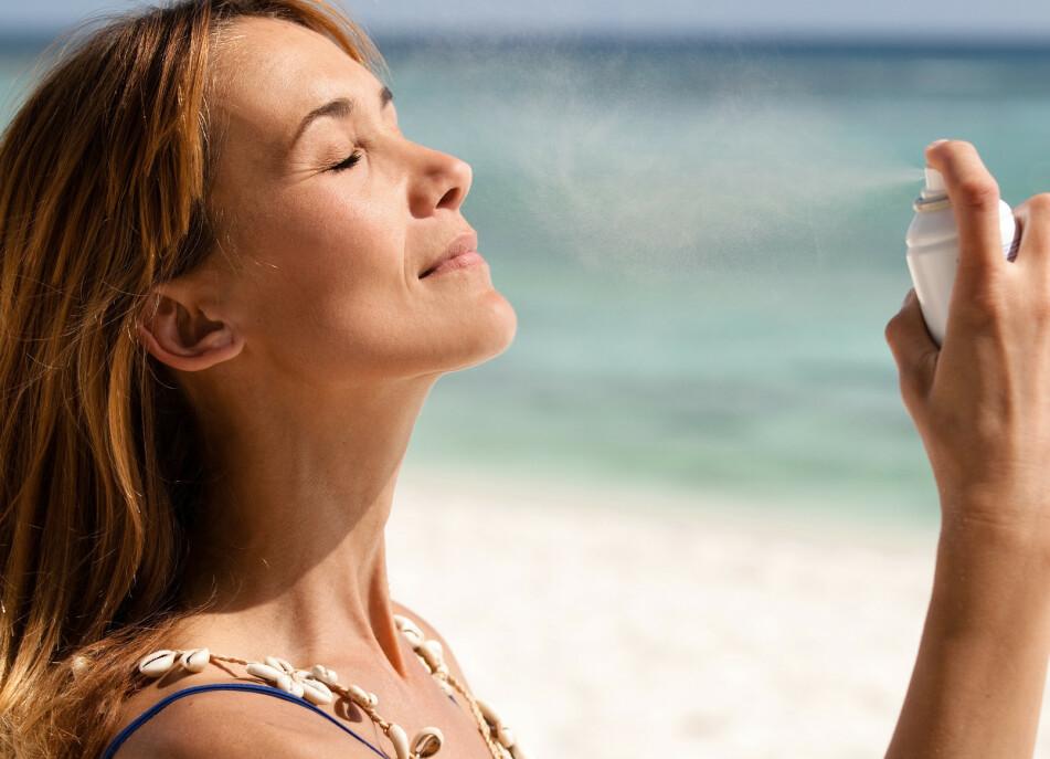SMØR GODT: Det er viktig med nok solkrem, om du skal ha den faktoren som står på flaska. FOTO: NTB Scanpix