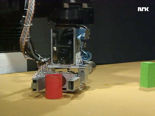 Her er roboten Sam på Bell Labs. Han har funnet noe han ikke aner hva er. 📸: NRK