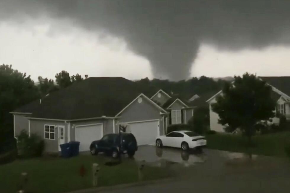 En tornado i Carl Junction i Missouri i midten av forrige uke. I snitt er det registrert 27,5 tornadoer per dag de siste tolv dagene i USA. Foto: Chris Higgins / AP / NTB scanpix