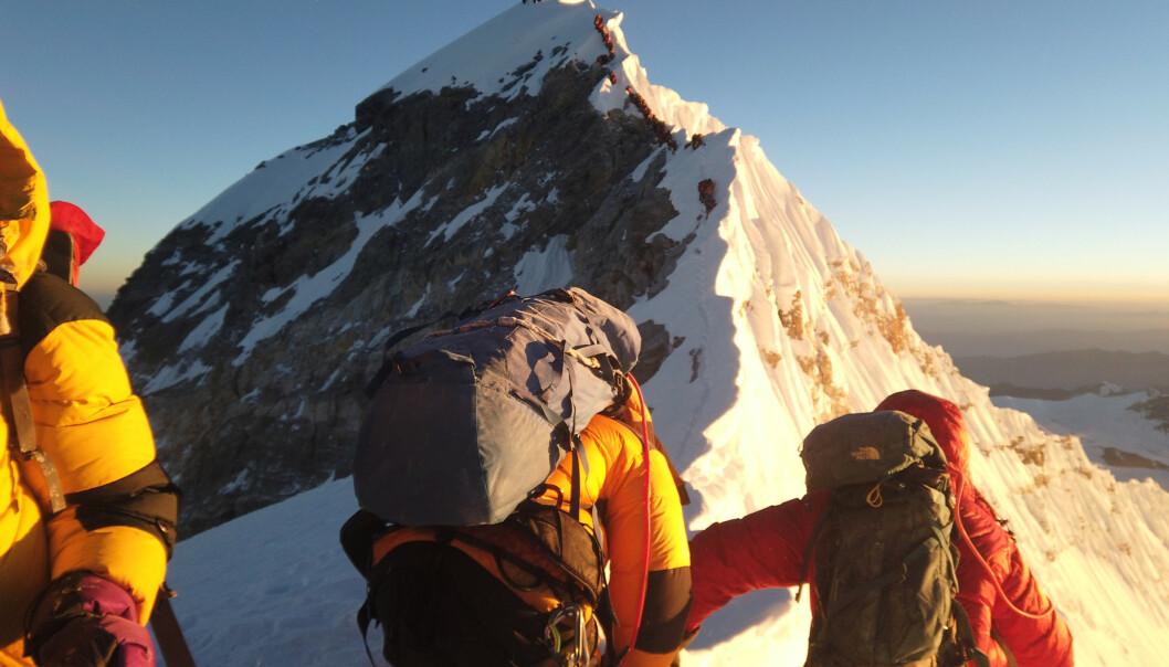Klatrere på vei til toppen av Mount Everest 22. mai 2019. FOTO: REUTERS
