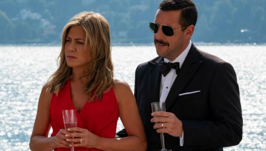 NY FILM: «Murder Mystery» med Jennifer Aniston og Adam Sandler i hovedrollene har premiere i juni på Netflix. FOTO: Netflix