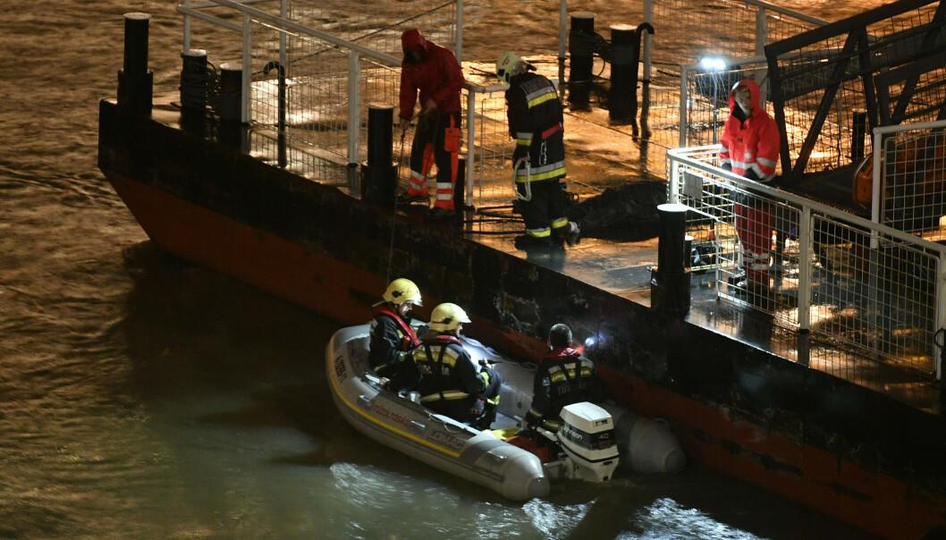 Totalt 35 personer var om bord på båten Hableány som sank på elva Donau onsdag kveld. Foto: AP / NTB scanpix