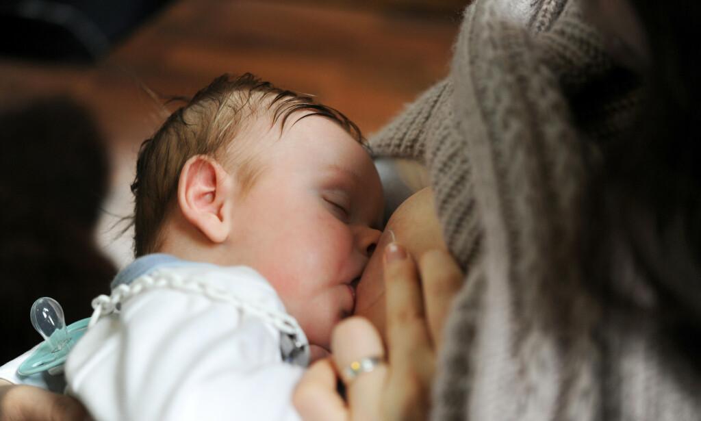 Forskere ved Folkehelseinstituttet fant kvikksølv og kadmium i morsmelken til alle de 300 norske mødrene som deltok i en morsmelkstudie. Foto: Frank May / NTB scanpix