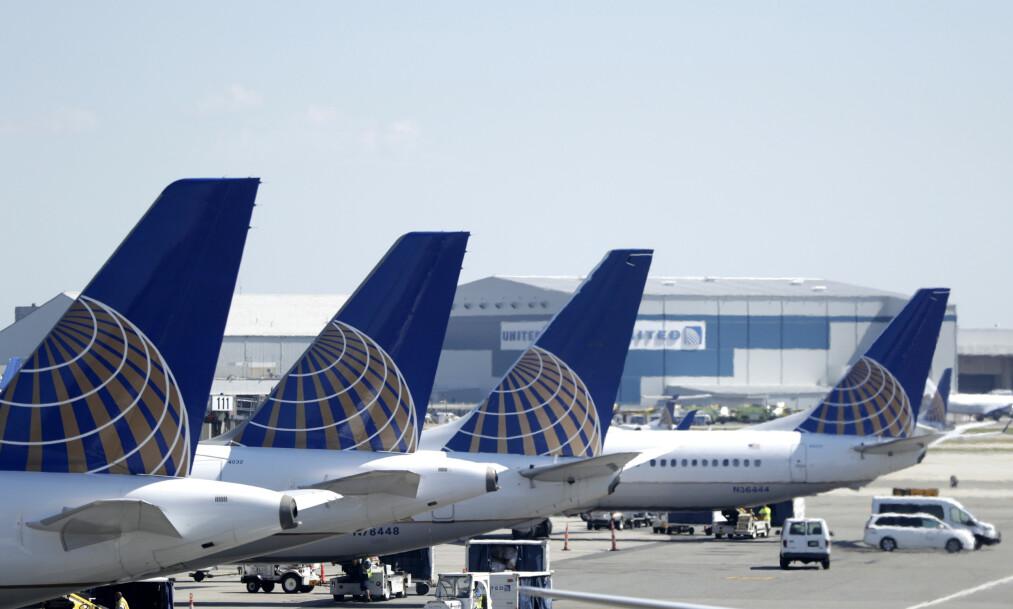 Fly fra United Airlines på rekke og rad ved Newark Liberty International Airport utenfor New York. Reisende som søker visum til USA må nå oppgi brukernavn i sosiale medier. (Foto: Julio Cortez / AP / NTB scanpix)