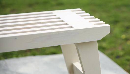 Lett og solid: Spilene i setet gjør benken lett og solid. Foto: Øivind Lie-Jacobsen