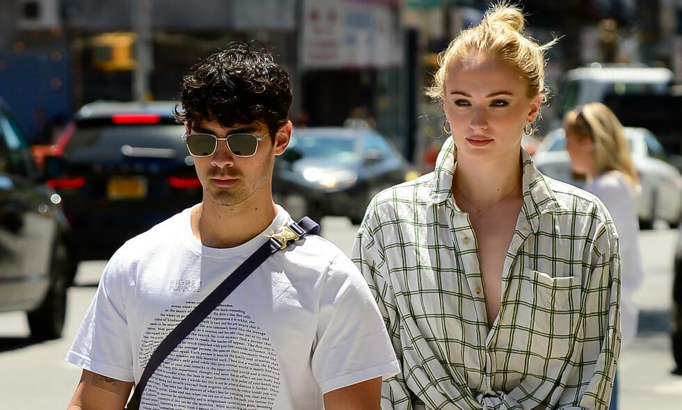 BRYLLUPET BLE AVSLØRT: Joe Jonas og Sophie Turner hadde tenkt å holde bryllupet i Las Vegas hemmelig, men den gang ei. Foto: NTB Scanpix