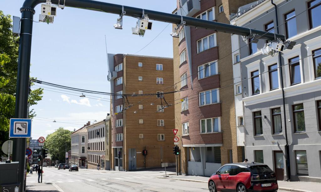 NYTT SLUK: Fra 1. juni kom det et et helt nytt bompengesystem i Oslo. Innkrevingen av bompenger fordeles på tre bomringer med totalt 83 bomstasjoner. Foto: Fredrik Hagen / NTB scanpix
