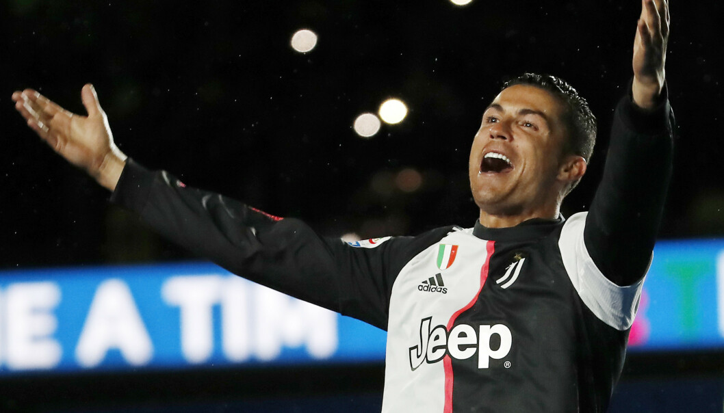 Cristiano Ronaldos volleyscoring mot Manchester United i gruppespillet ble kåret til sesongens beste mesterligamål. Foto: Antonio Calanni / AP / NTB scanpix