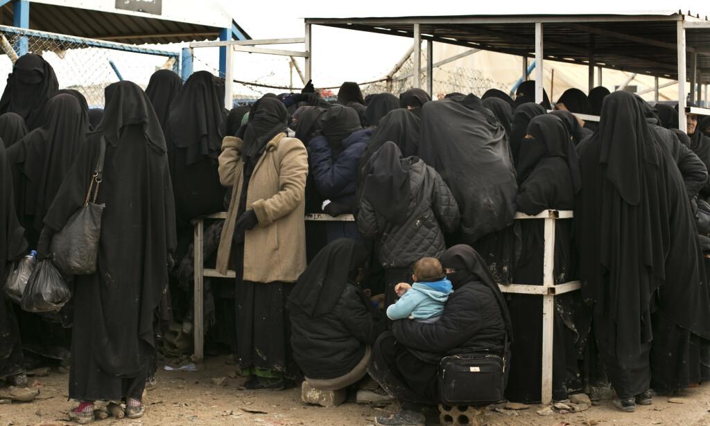 FULLSATT: Flyktningeleiren al-Hol har i flere måneder vært over full kapasitet. De fem norske barna skal ha vært der, og blant annet blitt passet på av to Bærums-kvinner som vervet seg til IS i 2013. Foto: AP Photo/Maya Alleruzzo/NTB Scanpix