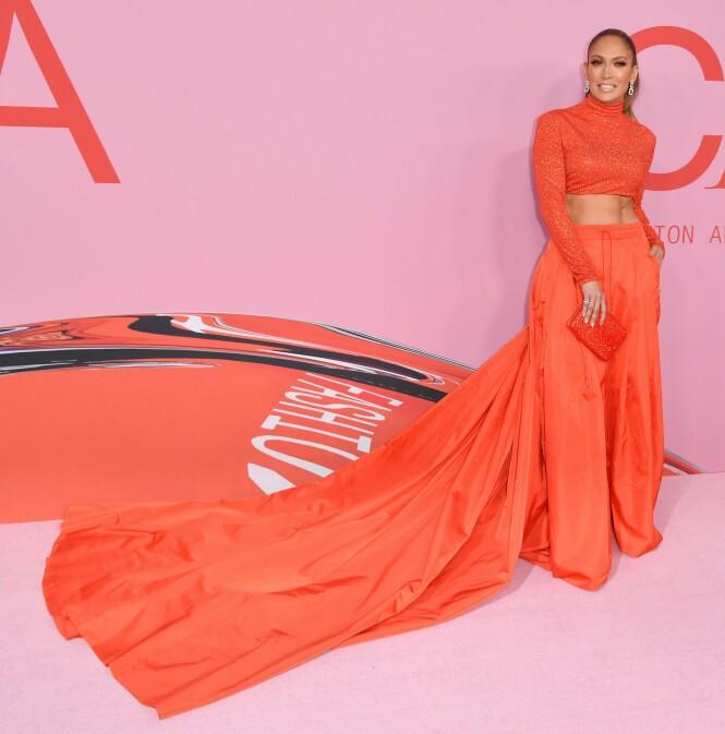 <strong>VANT PRIS:</strong> Jennifer Lopez stakk av med årets moteikon-pris. Foto: Scanpix