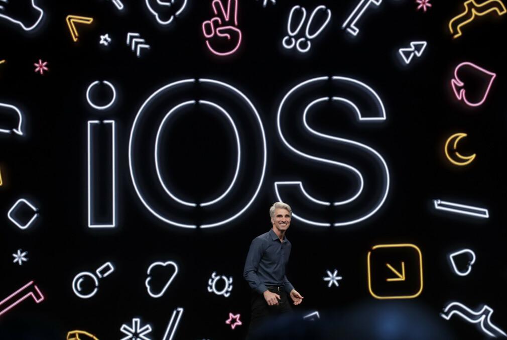 Craig Federighi, Senior Vice President i Apple, viste denne uka fram iOS 13 på WWDC19-konferansen. 📸: Jeff Chiu / AP / NTB Scanpix