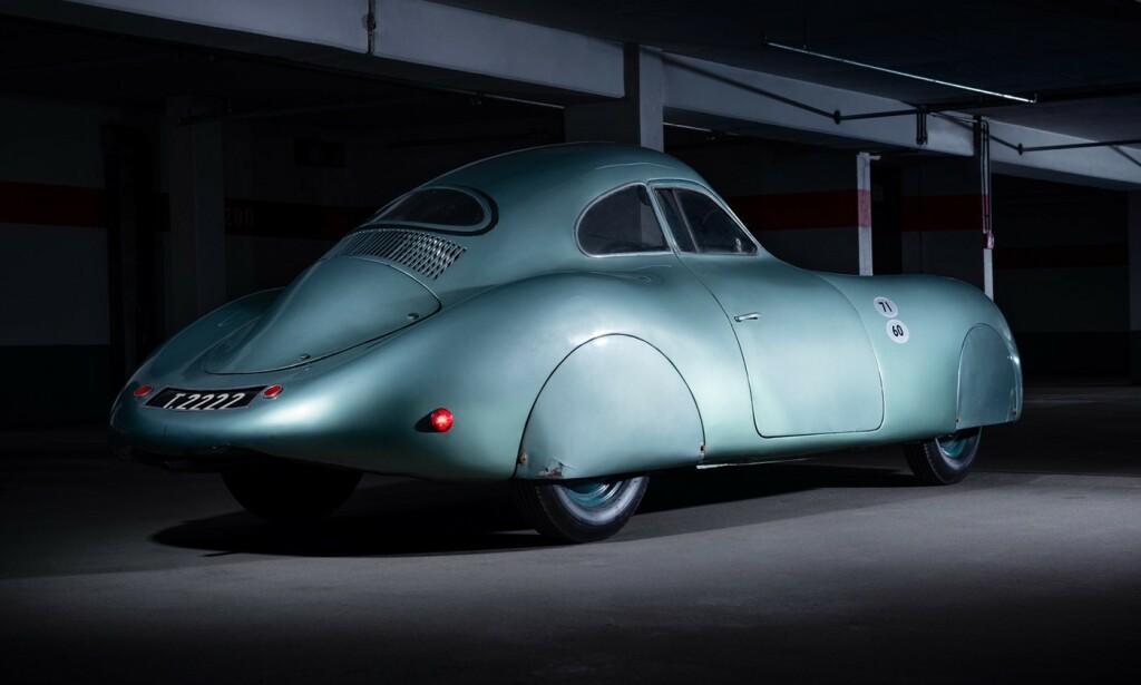 DEN ALLER FØRSTE: Det ble bygd tre stykk Porsche Type 64, og det er bare denne som fortsatt lever. Nå skal den selges. Foto: RM Sotheby