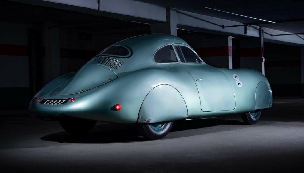 <strong>DEN ALLER FØRSTE:</strong> Det ble bygd tre stykk Porsche Type 64, og det er bare denne som fortsatt lever. Nå skal den selges. Foto: RM Sotheby