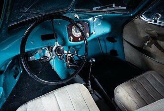 <strong>ENKELT:</strong> Interiøret er mer eller mindre urørt og framstår slik det gjorde, fra da bilen var ny i 1939. Foto: RM Sotheby's