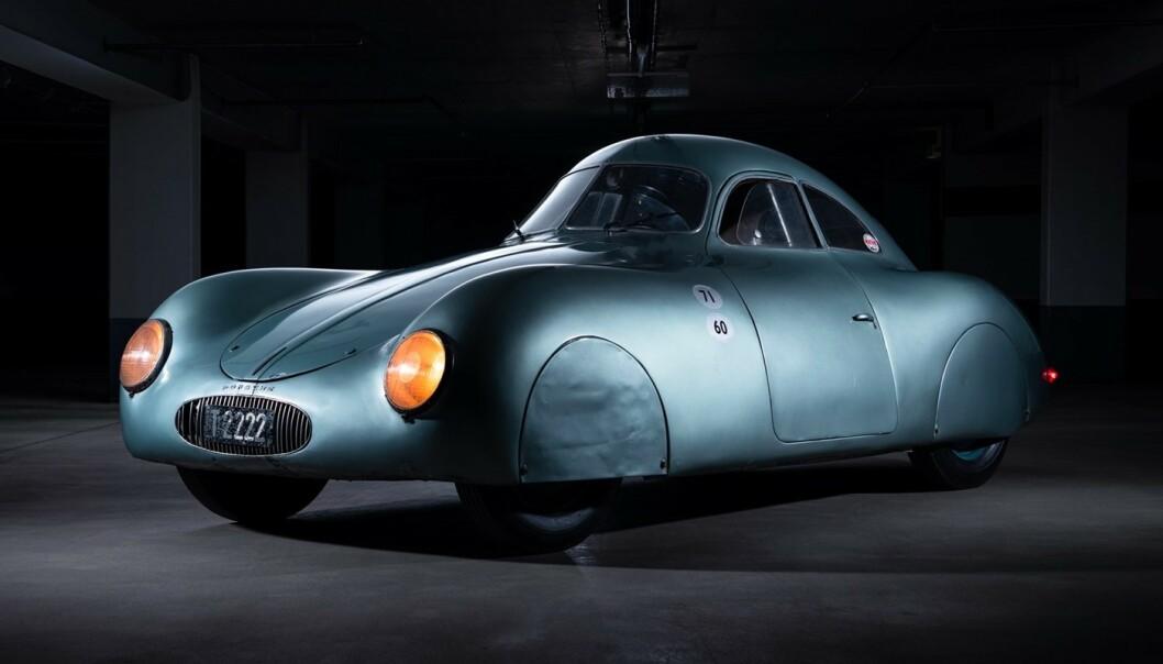 <strong>STILIG:</strong> Ingen tvil om at Porsche tenkte på aerodynamikk allerede i 1939. Dette er forløperen til Porsche 356. Bilen var ventet å gå til en samler på auksjon forrige helg, men så ble det bare rot ... Foto: RM Sotheby