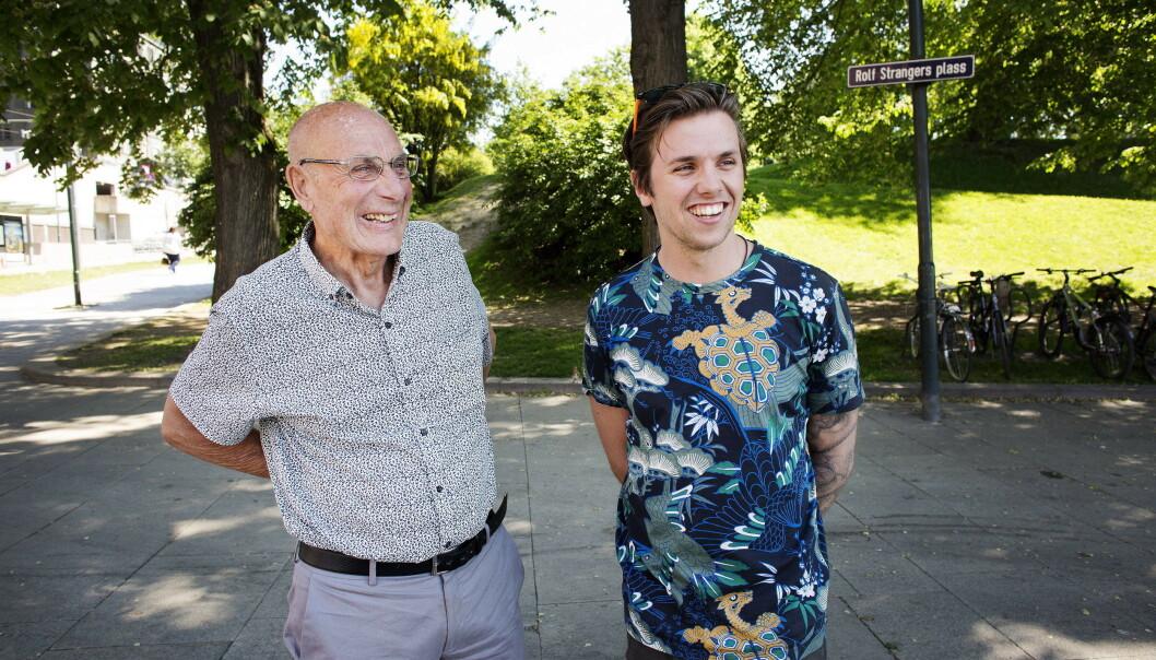 <strong>PÅ TURNÉ:</strong> Samuel Massie (26) har den siste tiden reist rundt med sin bestefar Arne Ulvolden (83) på foredragsturné i Norge. Foto: Henning Lillegård / Dagbladet