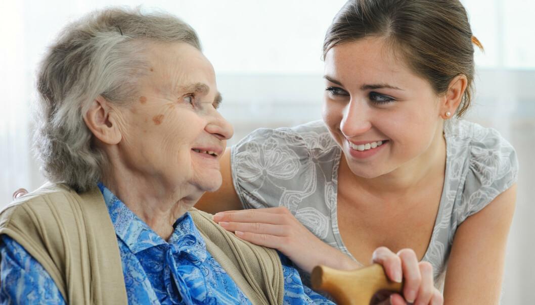 <strong>DØTRENE STILLER OPP:</strong> Bare halvparten av pårørende til eldre er i full jobb, viste en undersøkelse gjennomført av Pårørendealliansen. Foto: Shutterstock.