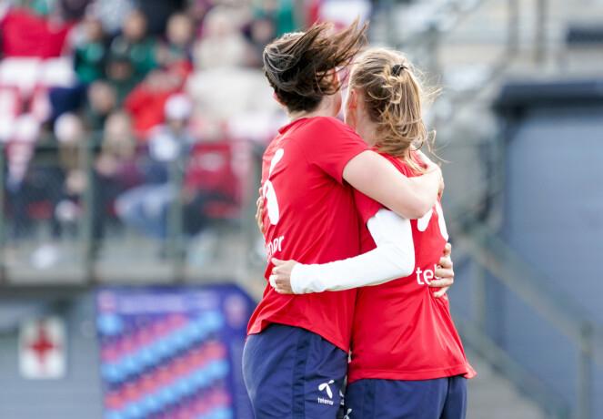 SAMHOLD: Ingrid tror på at hvis det er godt samhold i laget, vil det gjenspeiles på banen. FOTO: NTB Scanpix