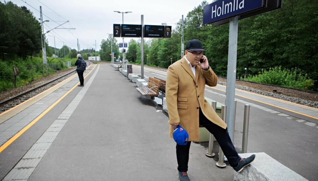 TOGSTASJONEN: David Garcia er tilbake på gamle trakter. På jernbanestasjonen ved Holmlia. Foto: Frank Karlsen.