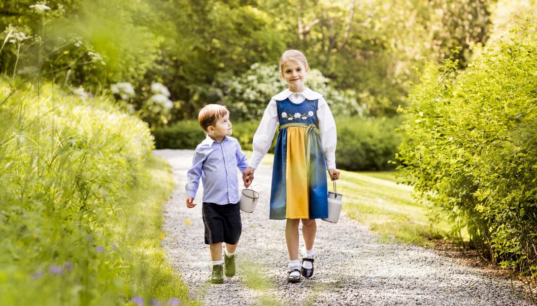 NYE BILDER: I forbindelse med nasjonaldagen har kongehuset publisert nye bilder av Estelle og Oscar. Foto: Linda Broström / Det svenske kongehuset