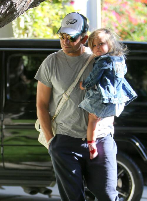 FAR OG DATTER: Irina Shayk og Bradley Cooper har datteren Lea sammen. Foto: NTB Scanpix